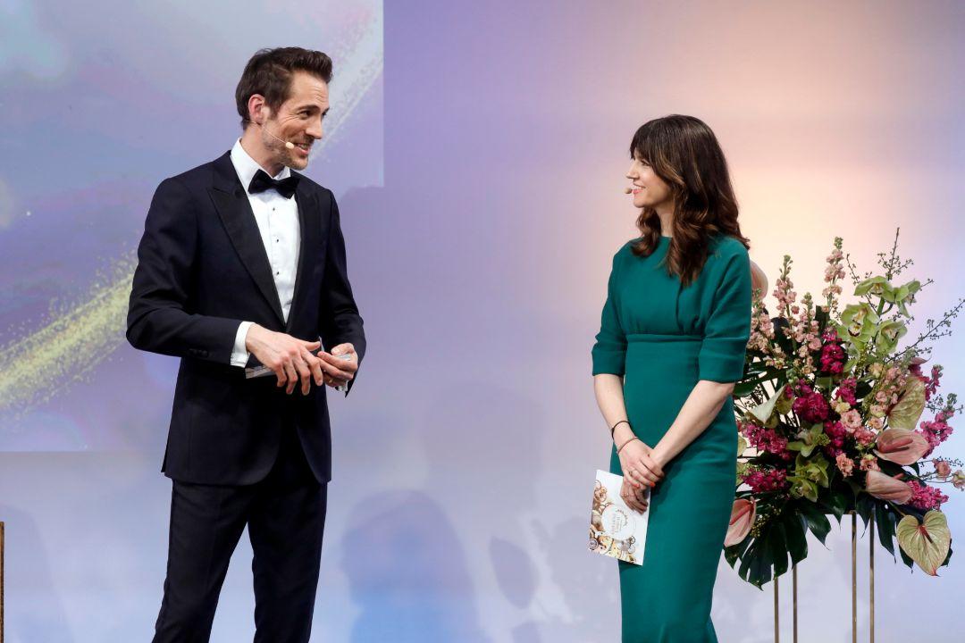 """Verleihung der """"Goldenen Unruh"""" 2021 mit Laudatorin und Editor in Chief der InStyle Kerstin"""
